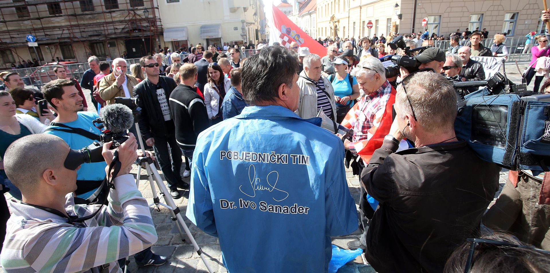 MARKOV TRG Prosvjednici zatražili hitni moratorij ovršnog zakona