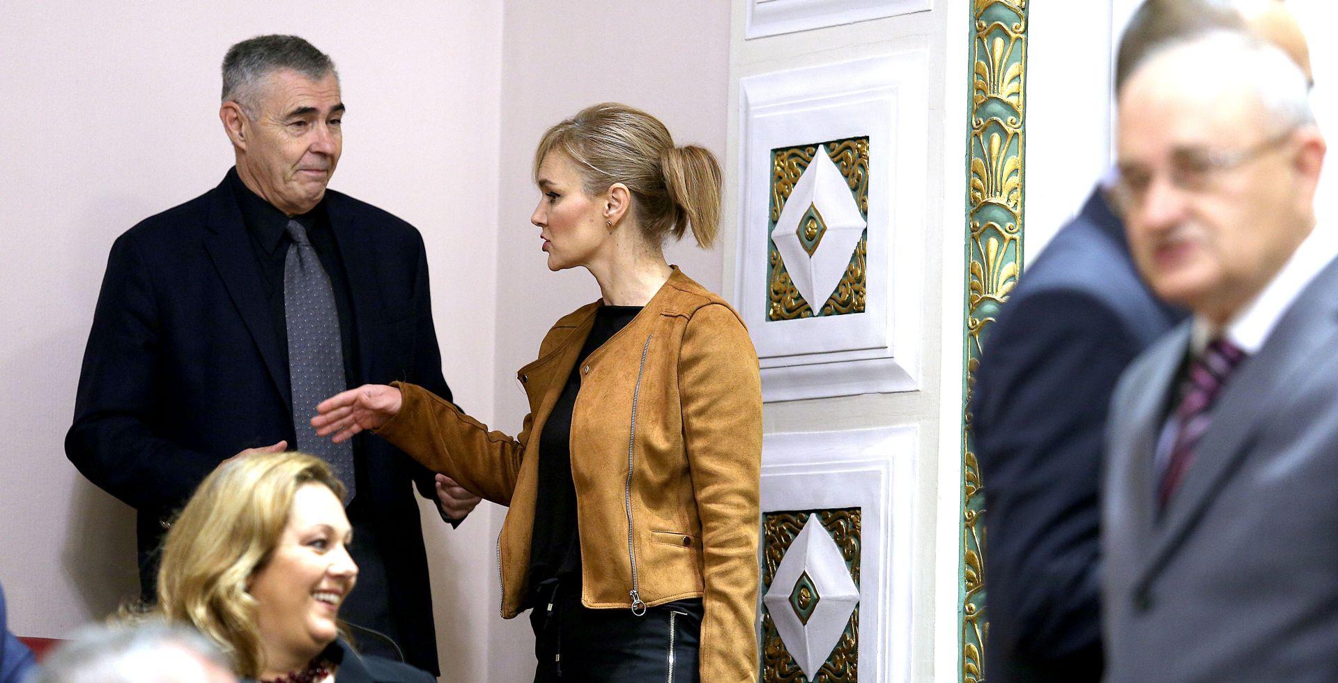 ESIH I GLASNOVIĆ ODBILI PREMIJERA 'Ovo prikupljanje potpisa bila je samo farsa'