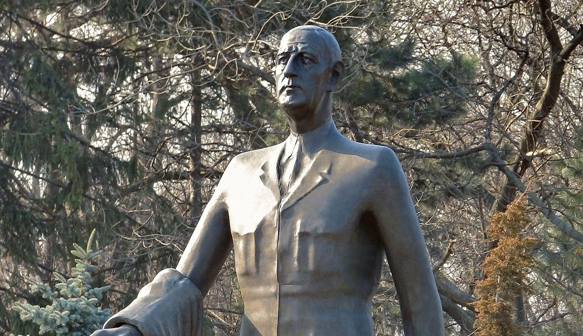 'UVRIJEDILI SU FRANCUSKU' Vandali oštetili grob Charlesa de Gaullea