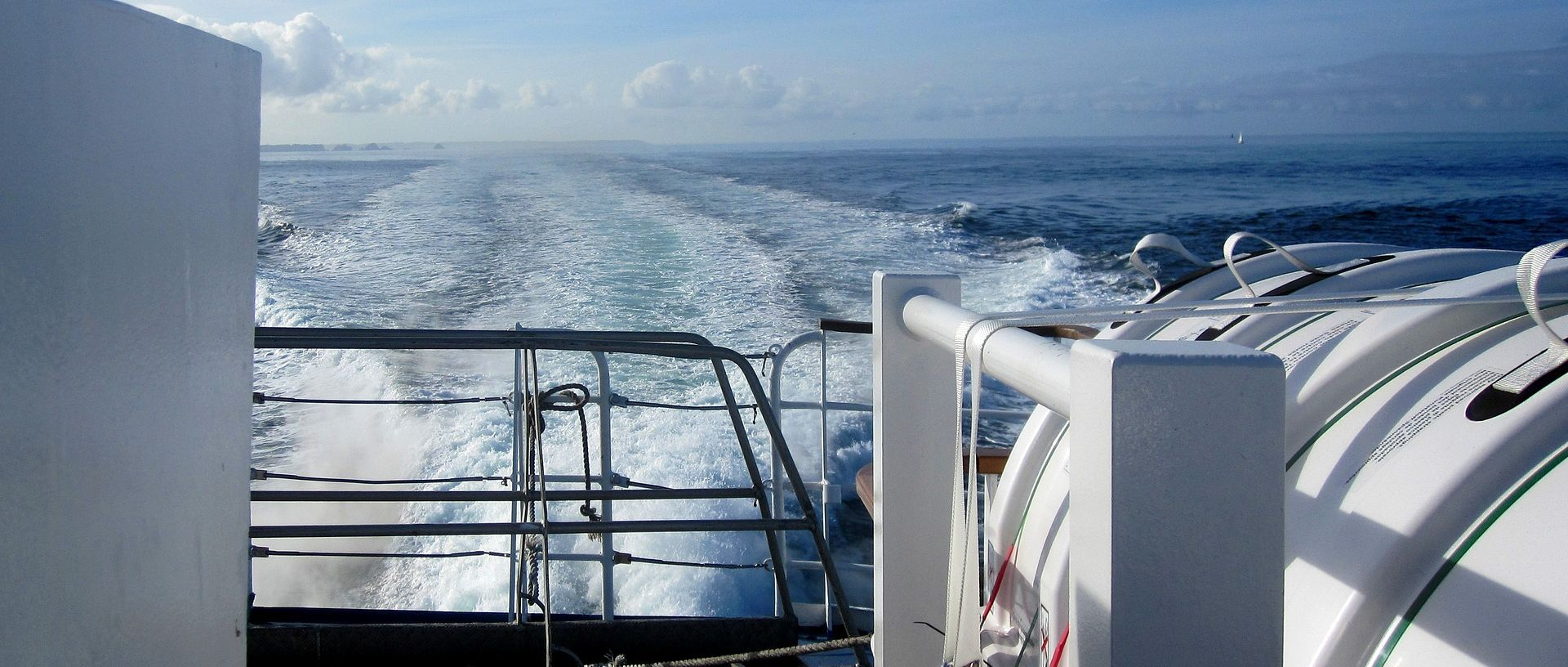 INDONEZIJA Najmanje pet mrtvih u požaru trajekta, 180 putnika spašeno