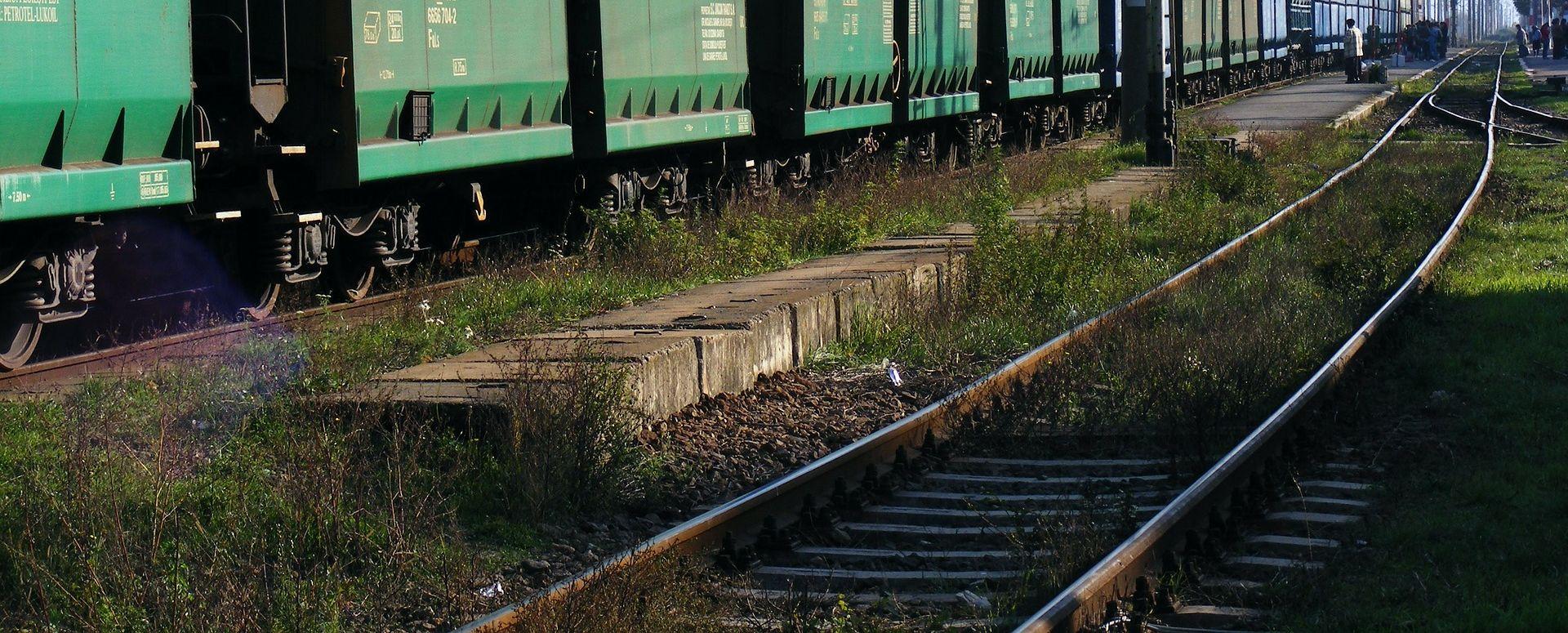 Pod tračnicama teretnog vlaka u Vinkovcima jedna osoba poginula, druga teško ozlijeđena