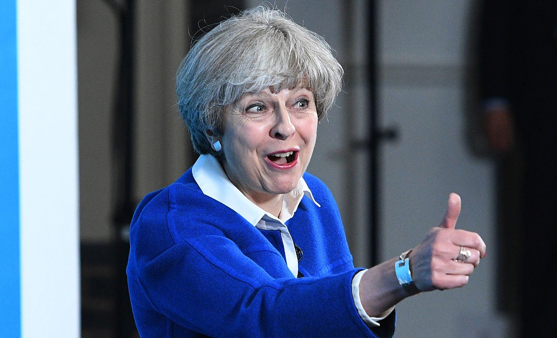 Theresa May odlazi kod kraljice uvjerena da može sastaviti vladu
