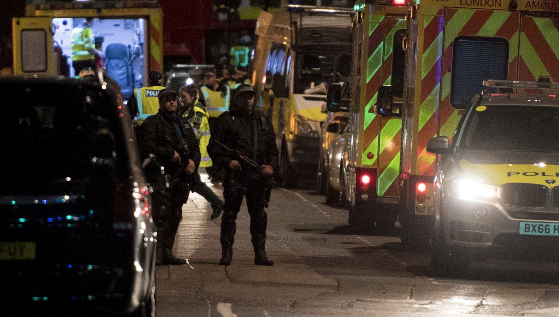 LONDON Kamionom gazili ljude pa ih izboli noževima, premijerka May poručila: 'Sad je dosta'