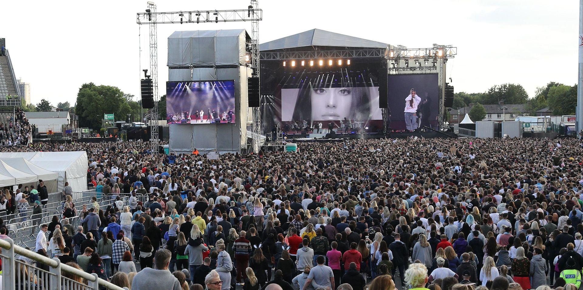 Deseci tisuća protiv terorizma na koncertu Ariane Grande u Manchesteru