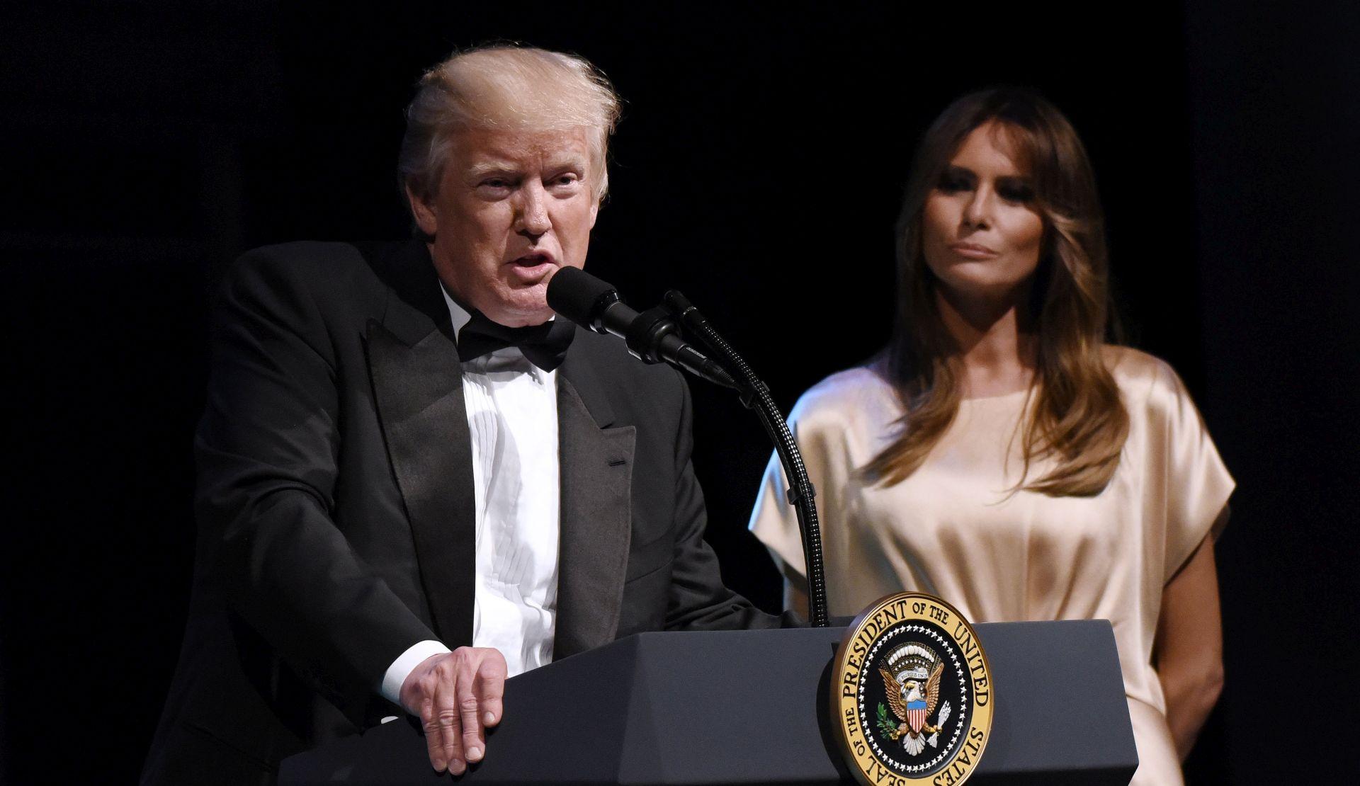 Trump pohvalio veterane, kritizirao novinare na skupu u Centru Kennedy