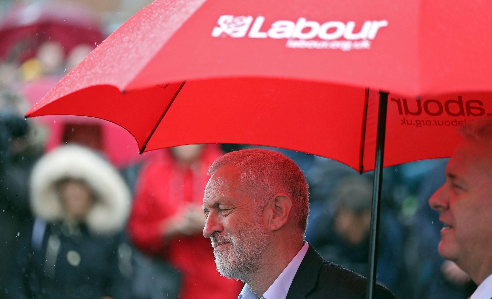 BRITANIJA Šef oporbe Corbyn pozvao May da podnese ostavku