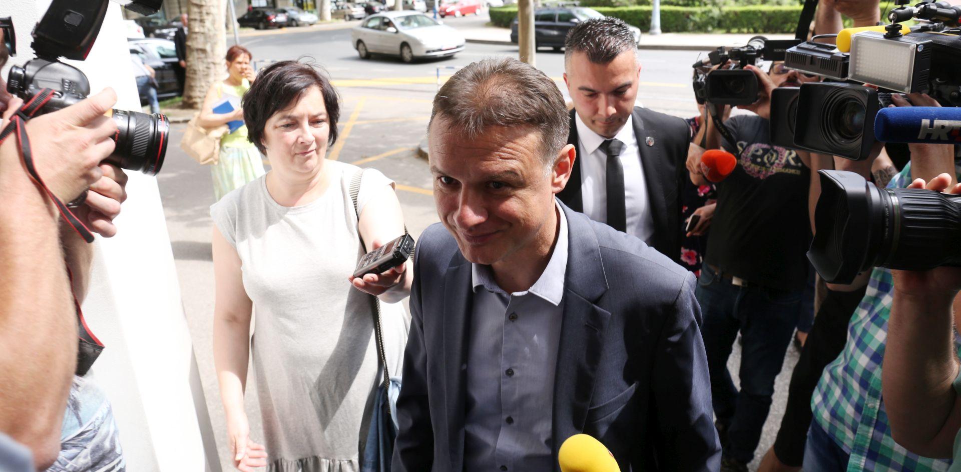 """JANDROKOVIĆ """"Moguće je i da se donese odluka o samoraspuštanju Sabora"""""""