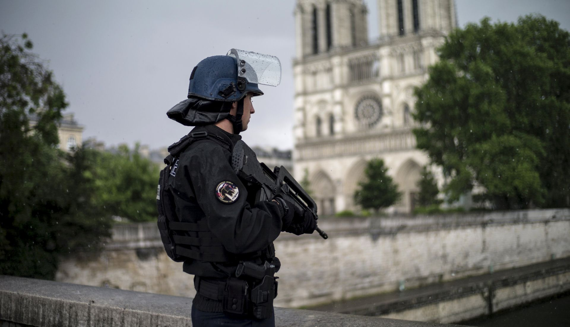 Napadač ispred Notre Damea uzvikivao je 'ovo je za Siriju'