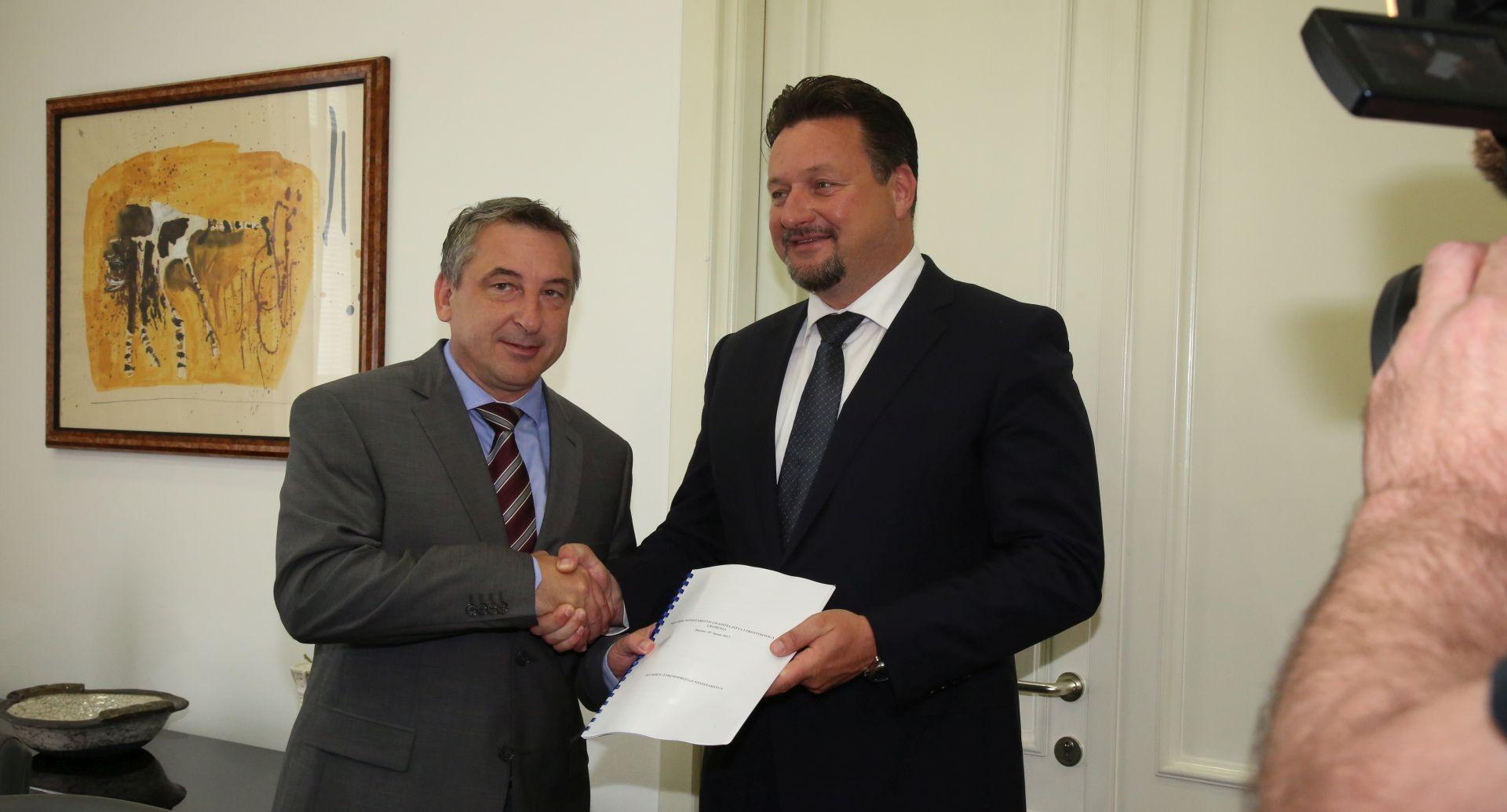 ŠTROMAR 'Stierova ostavka nije zbog koalicije HDZ-HNS'; KUŠČEVIĆ 'Ne odustajem od stvaranja bolje Hrvatske'