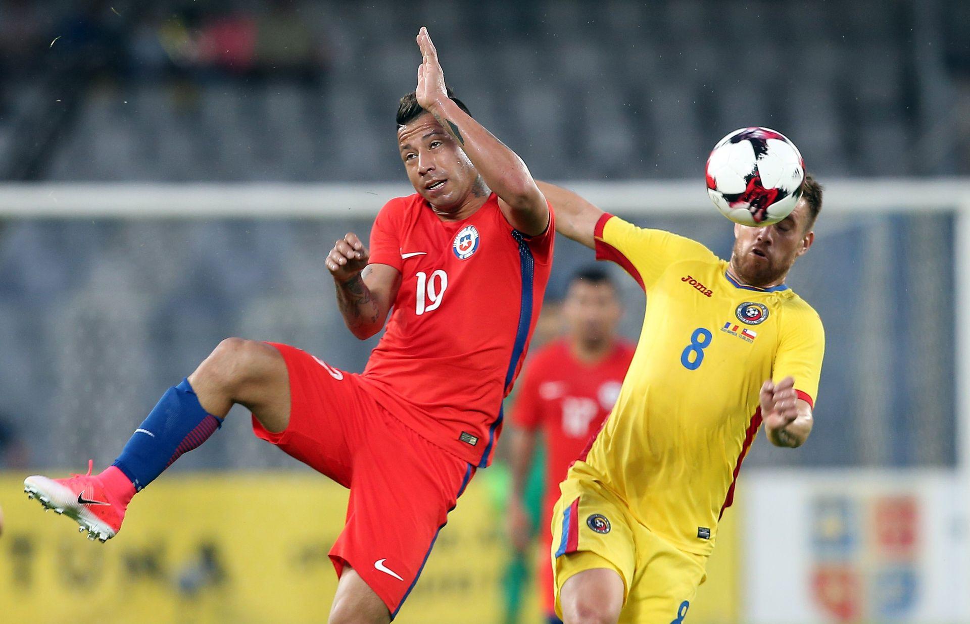 Porazi Čilea i Kameruna
