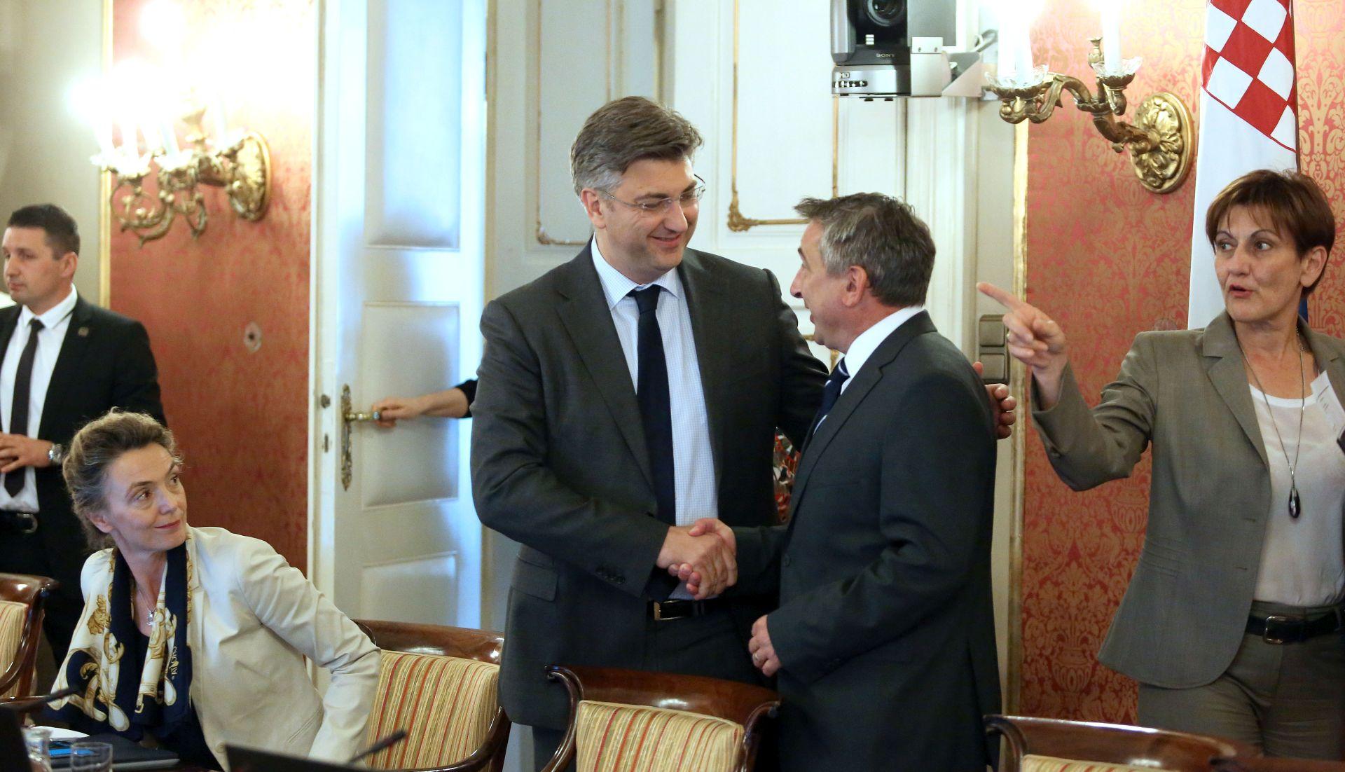 VLADA Prva sjednica s ministrima iz HNS-a