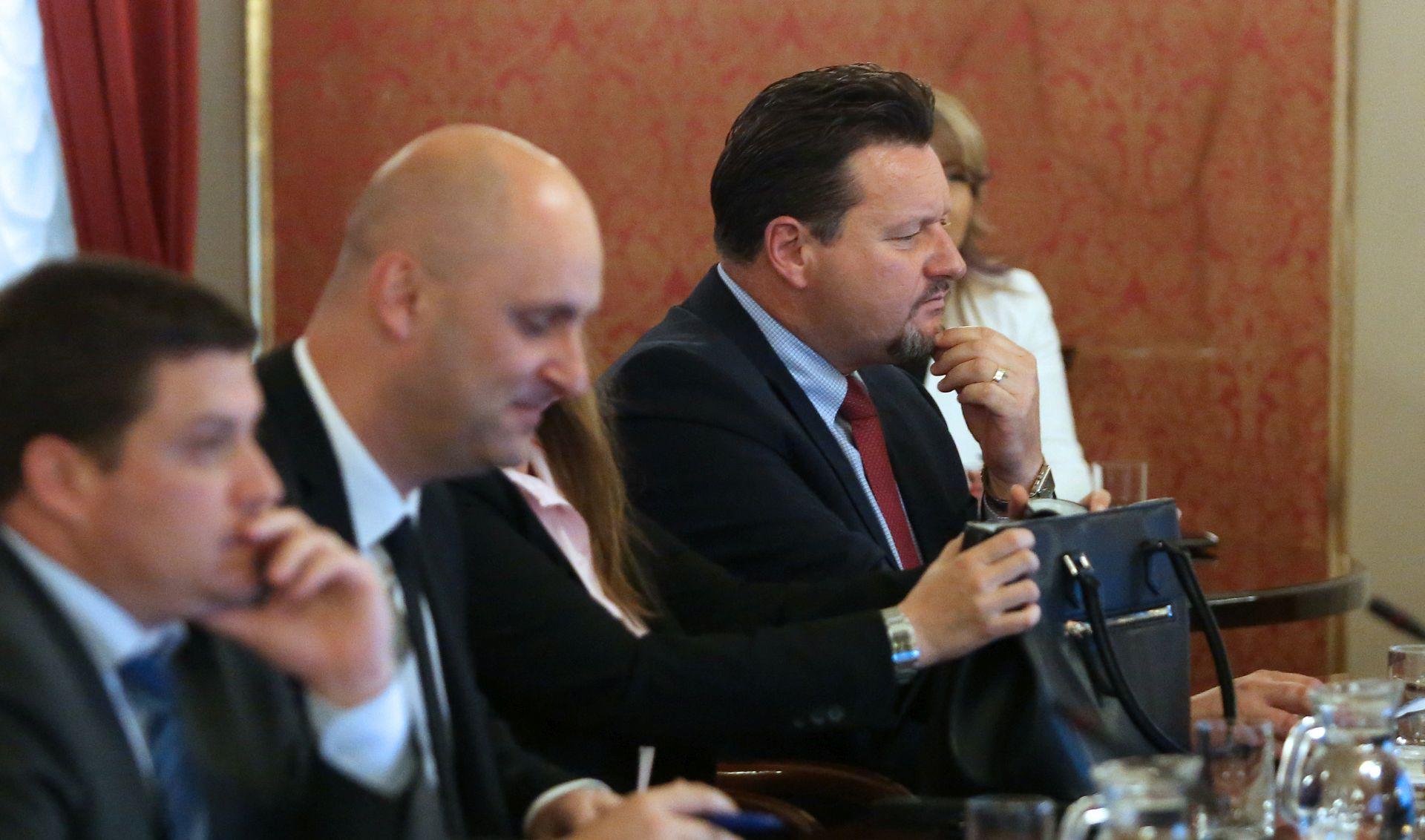 KUŠČEVIĆ 'Vlada će u Sabor vrlo brzo uputiti odgovor o HOS-ovoj ploči u Jasenovcu'