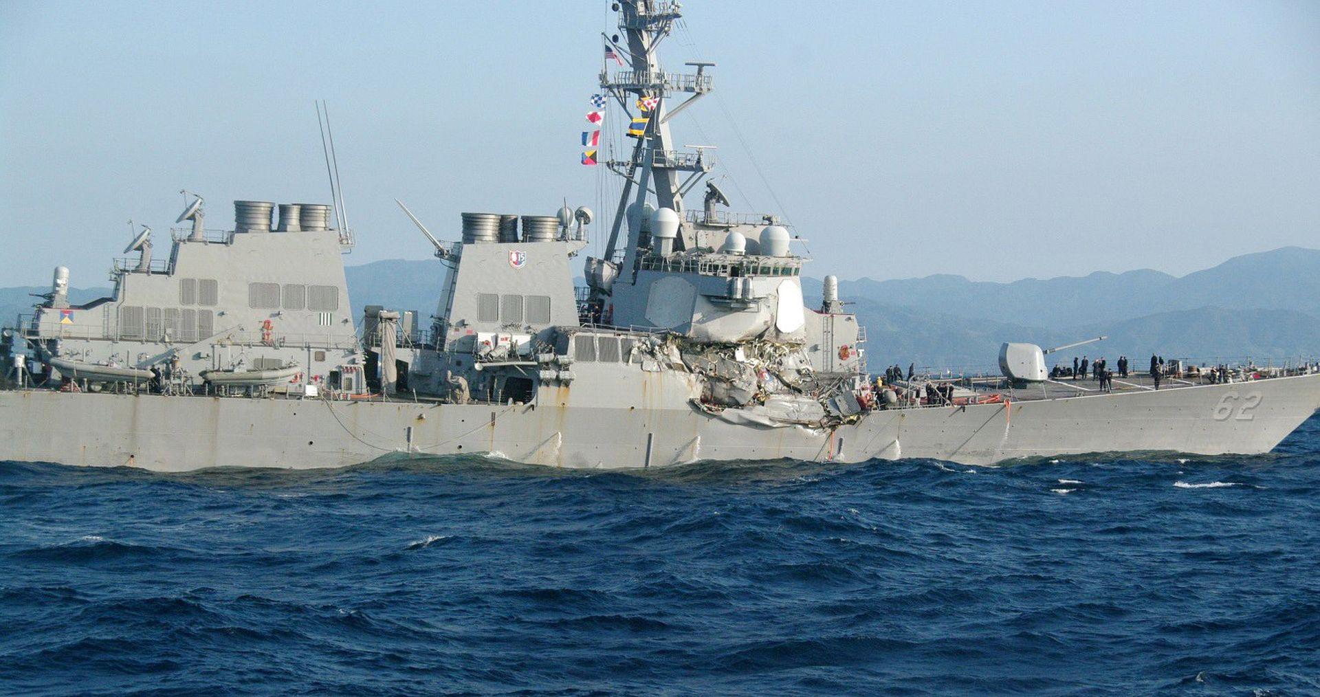 SUDAR RAZARAČA I TRGOVAČKOG BRODA Nestalo najmanje sedam američkih mornara
