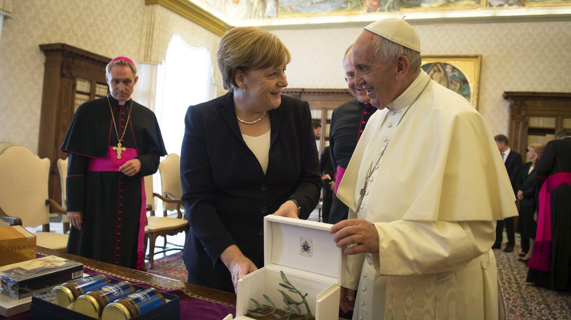 Papa i Angela Merkel razgovarali o okolišu i terorizmu