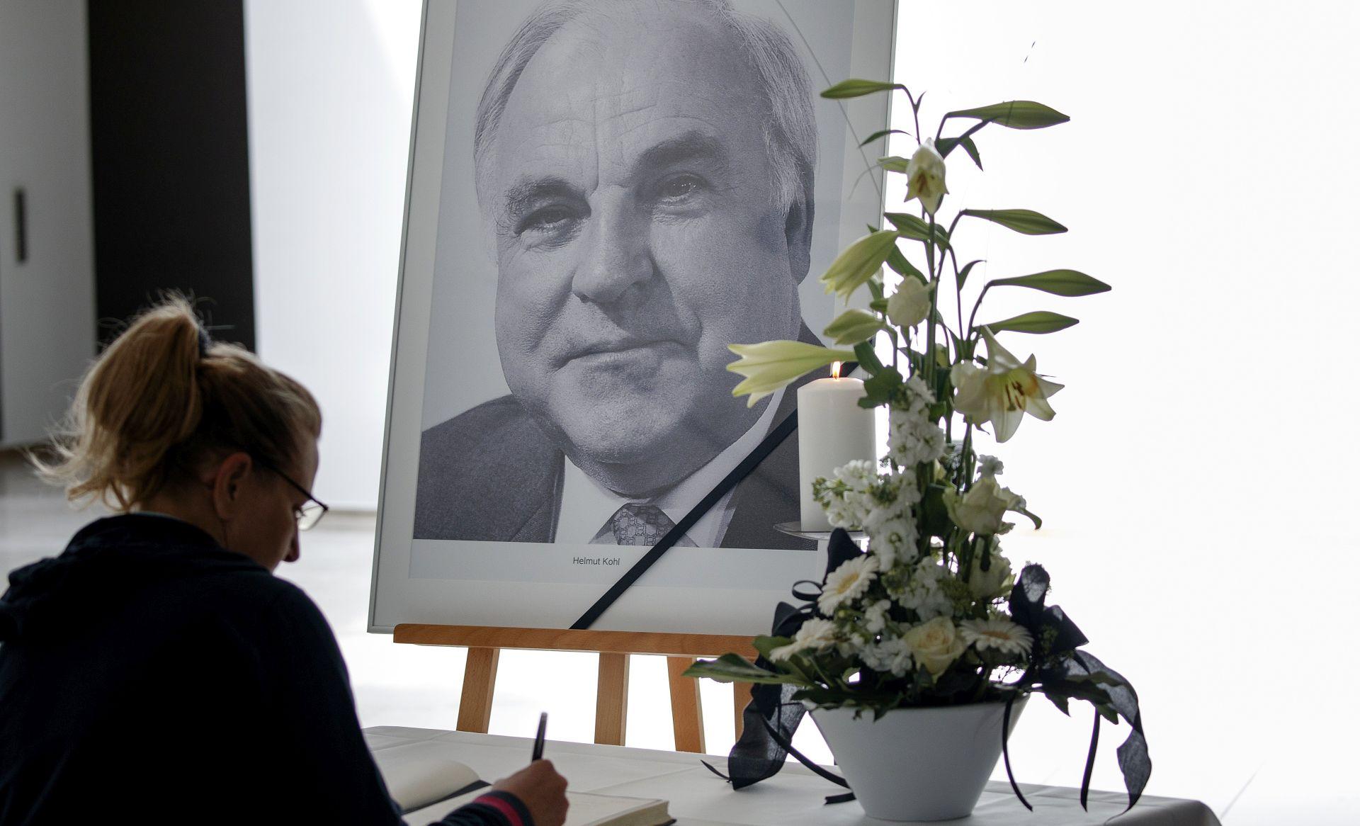 Njemačka žali za Helmutom Kohlom