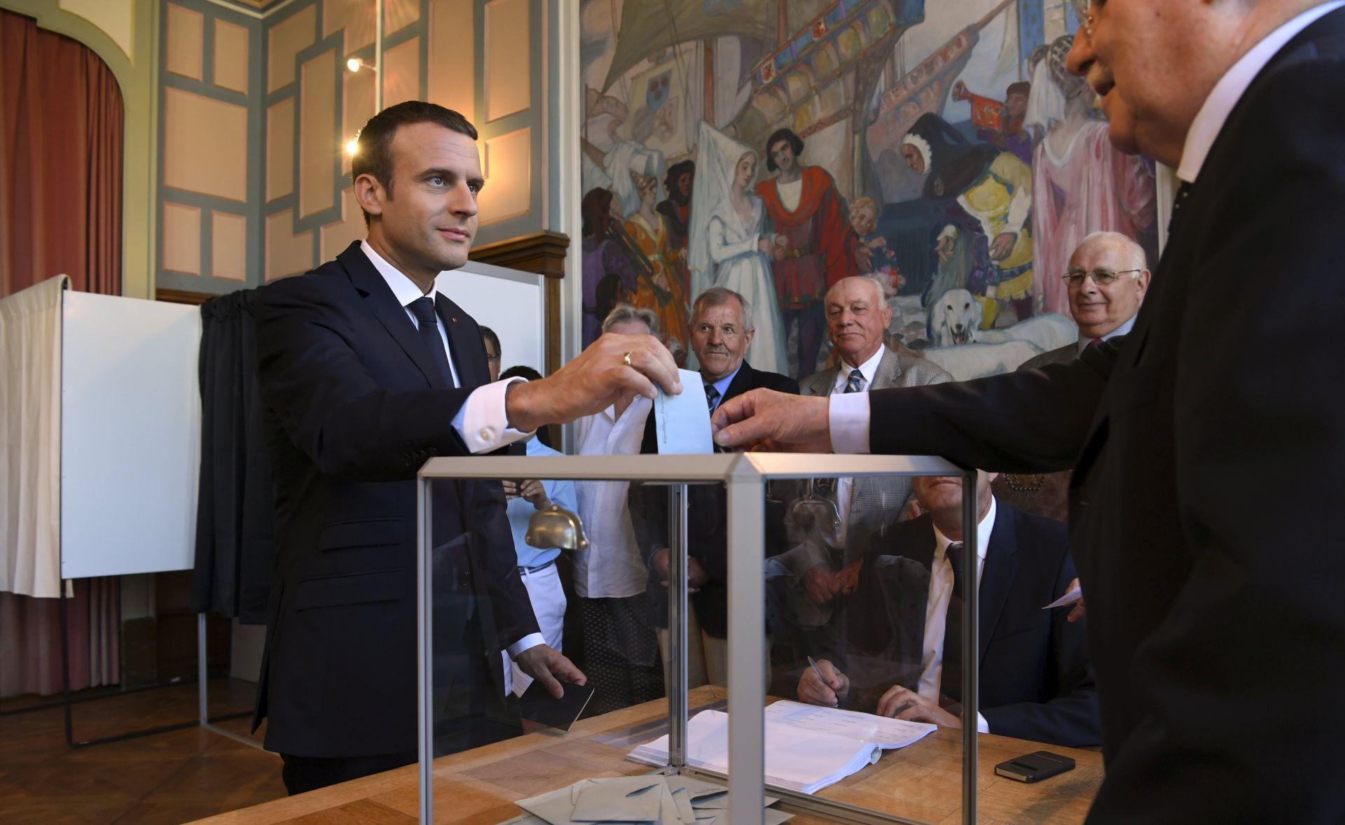 Macron očekuje veliku parlamentarnu većinu, odaziv birača slab