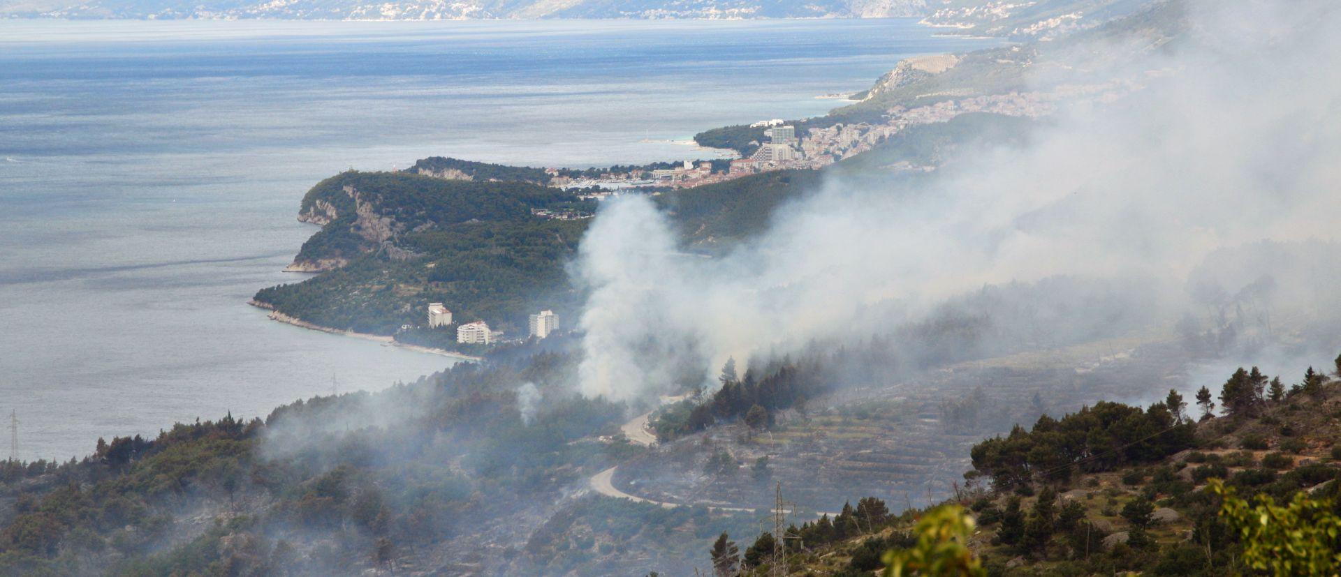 Zaustavljeno širenje požara kod Podgore, u pomoć i kanaderi MORH-a
