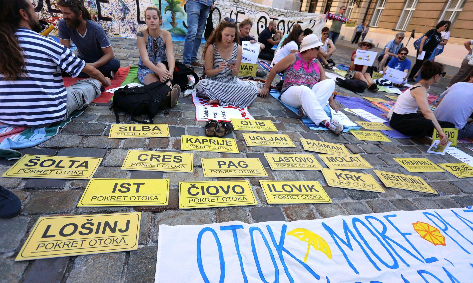 Prosvjedom na Markovu trgu otočani spriječili donošenje Zakona o koncesijama