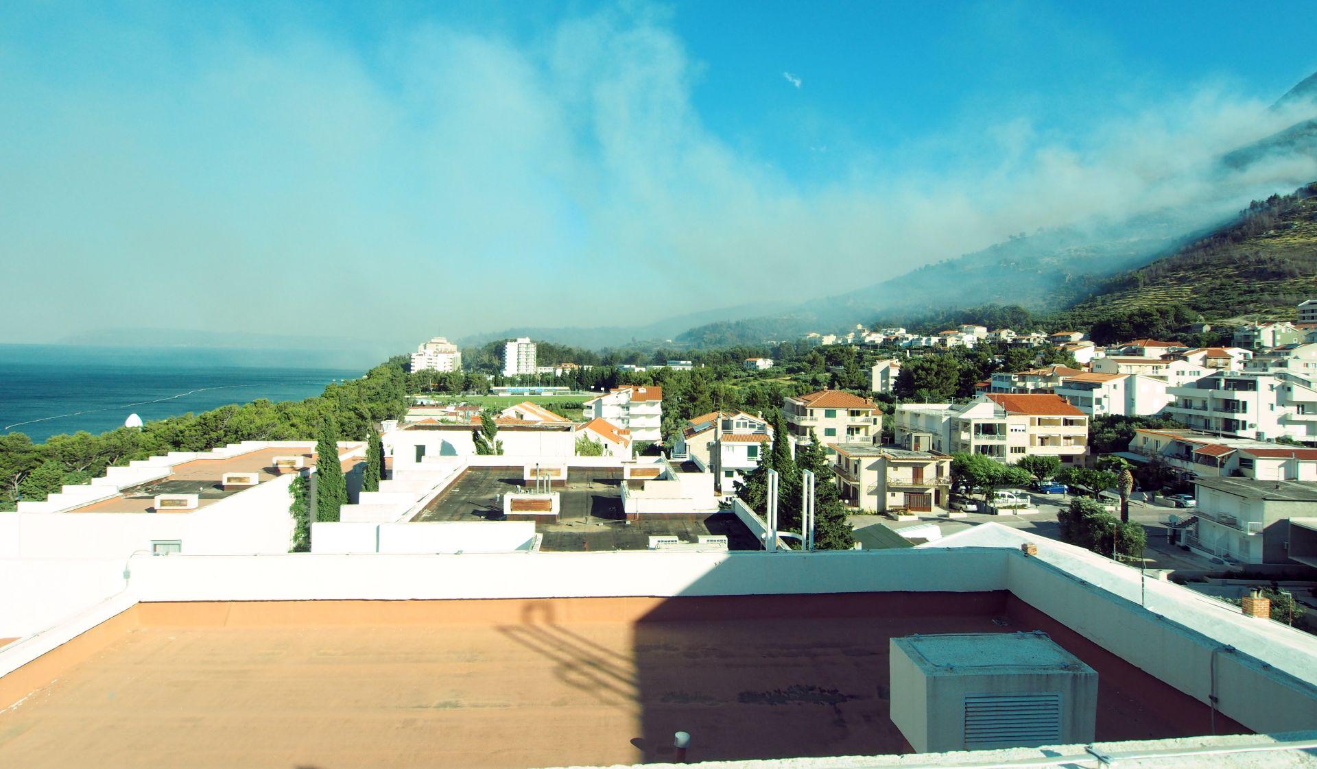 Požar kod Makarske gasi i 50 pripadnika Oružanih snaga i četiri Canadaira