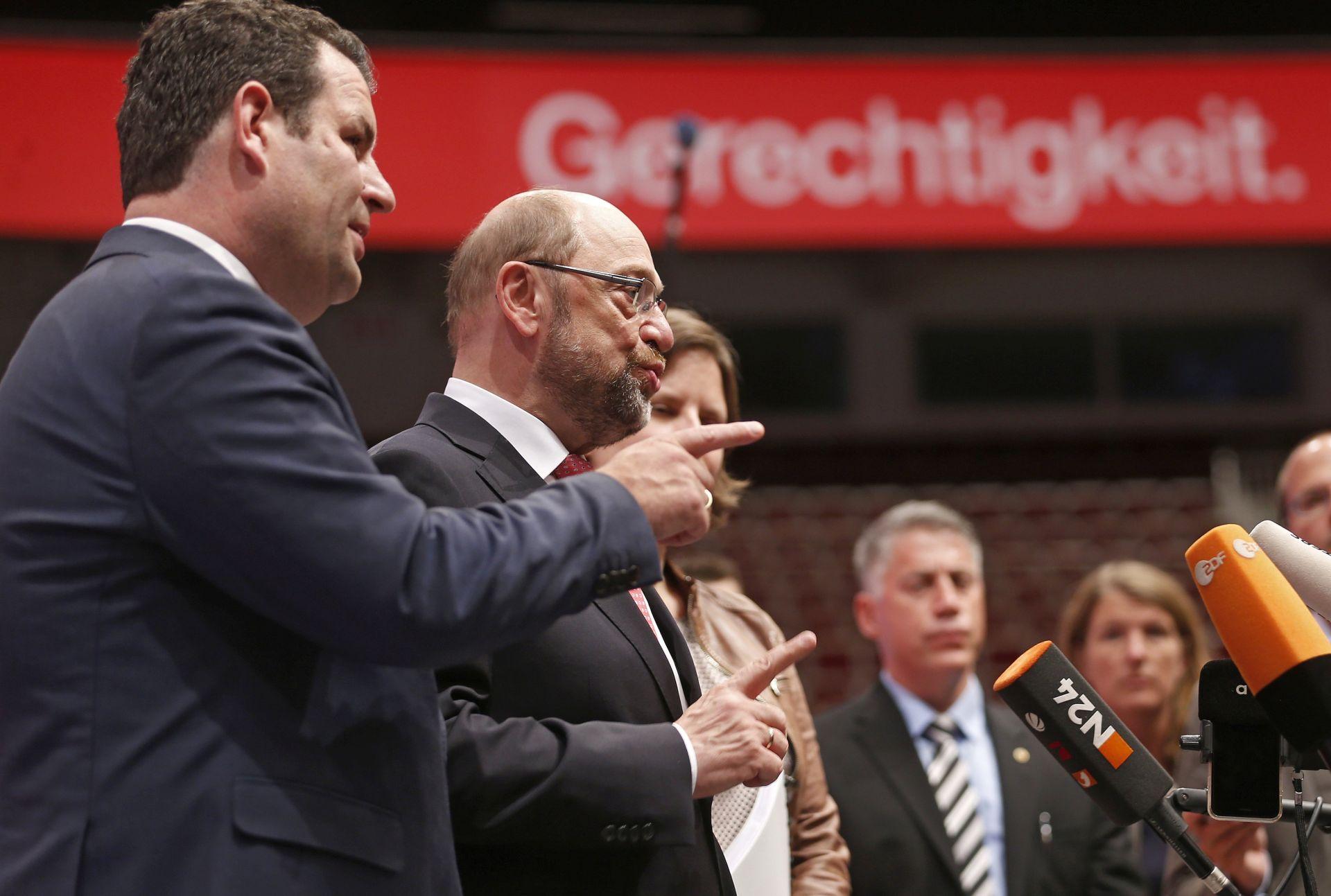 Schulz na kongresu SPD-a kritizirao Merkel