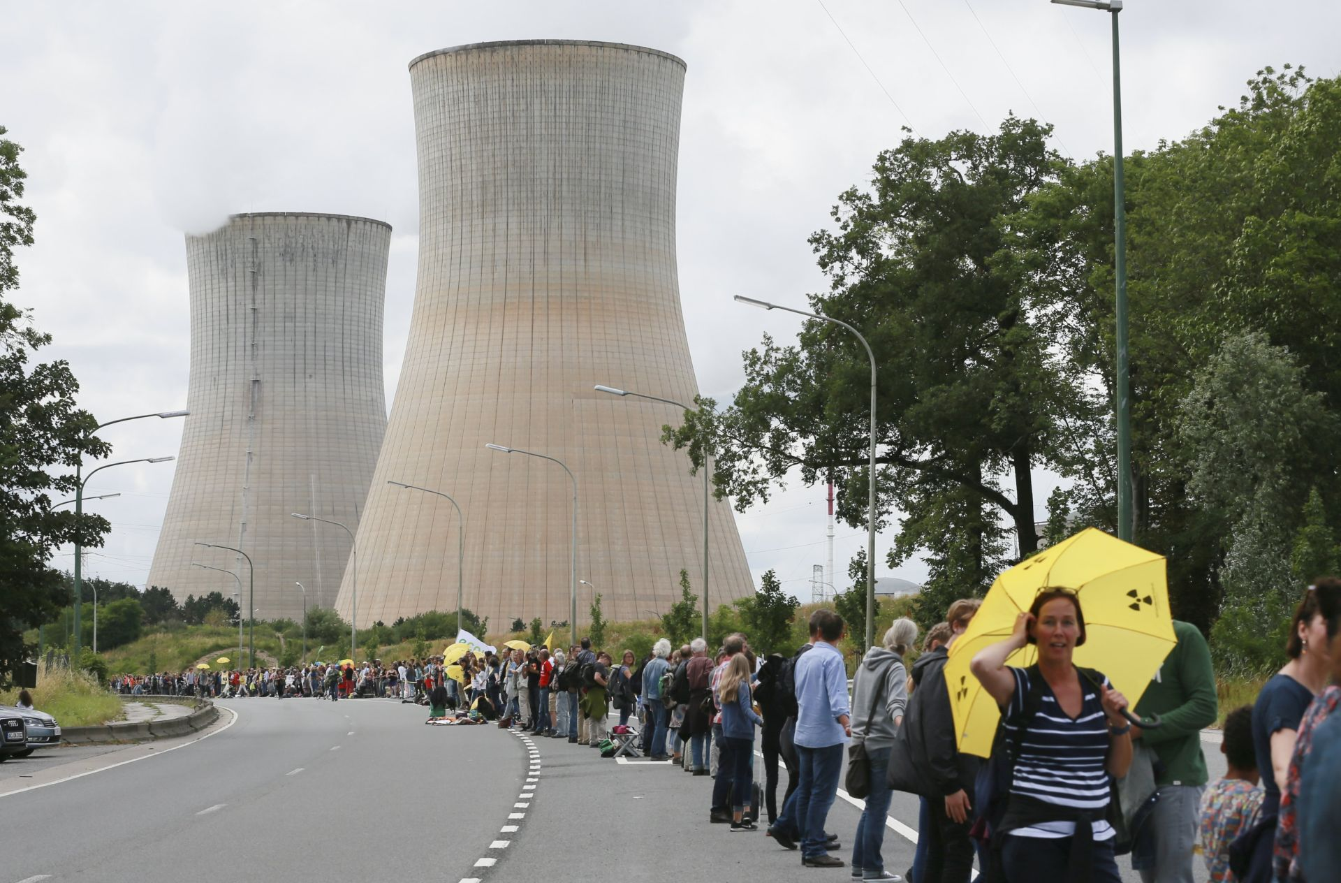 Tisuće prosvjedovale protiv belgijskih nuklearki u ljudskom lancu