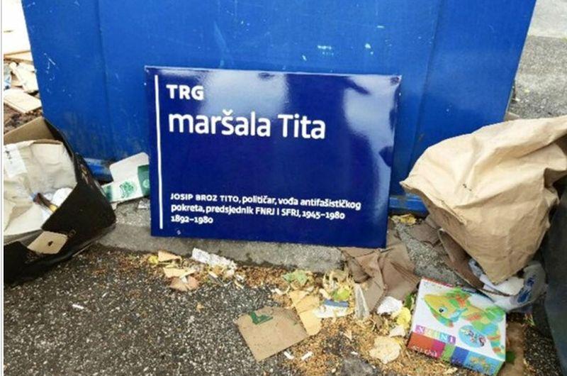 Desničari skinuli ploču s Trga maršala Tita i bacili je u smeće