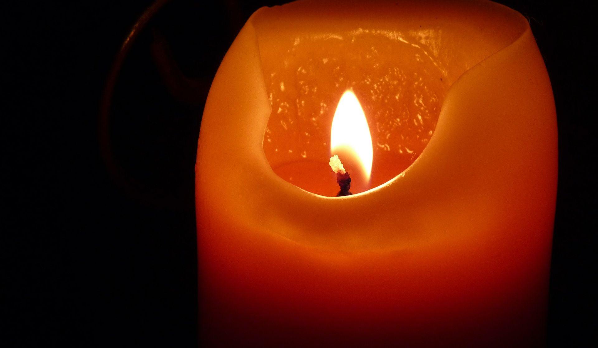 ZAPREŠIĆ Građani paljenjem svijeća prosvjedovali zbog tragične smrti mladića