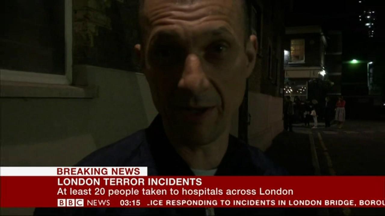 VIDEO: NAPAD U LONDONU Trčao za teroristima, gađao ih bocama