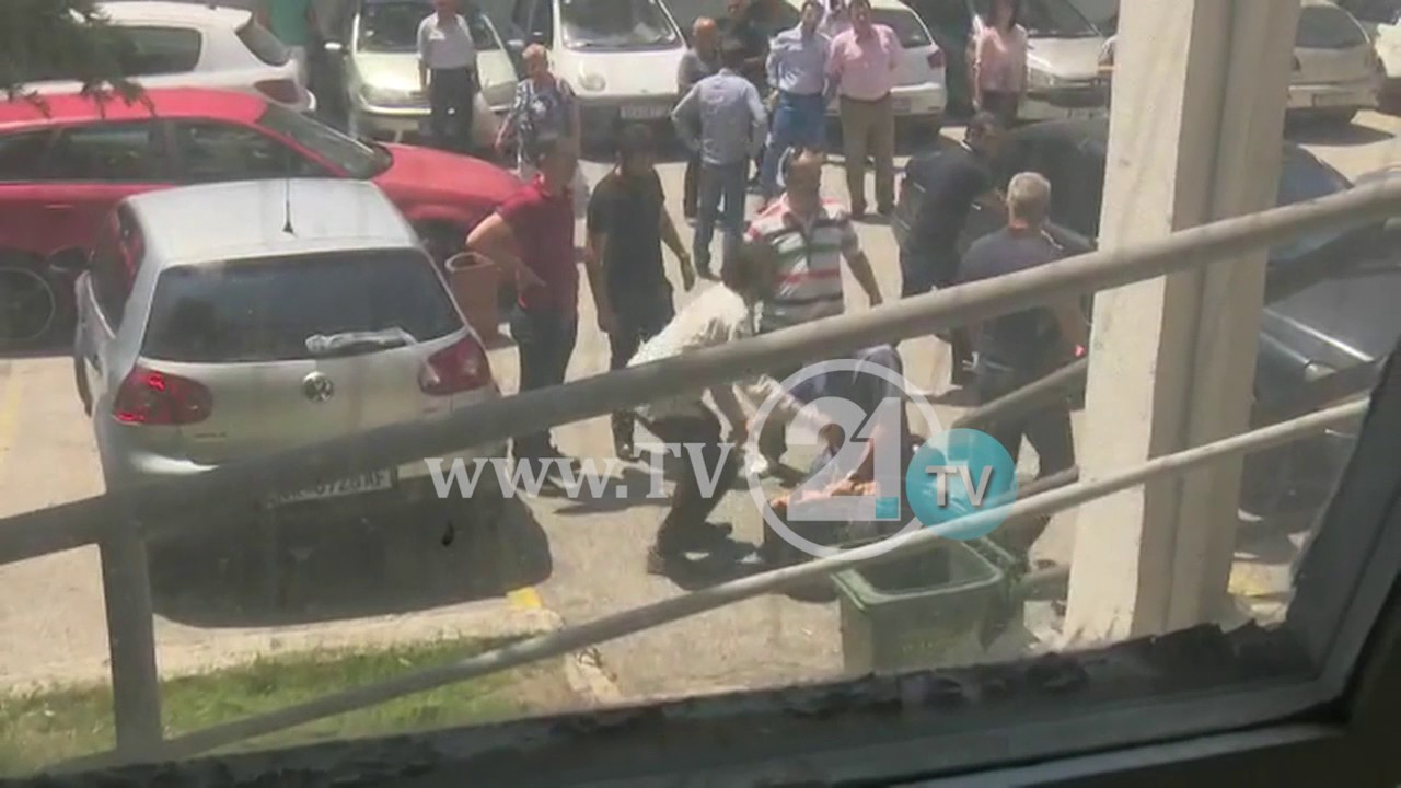 VIDEO: SKOPJE Naoružani muškarac pucao u ministra zdravstva