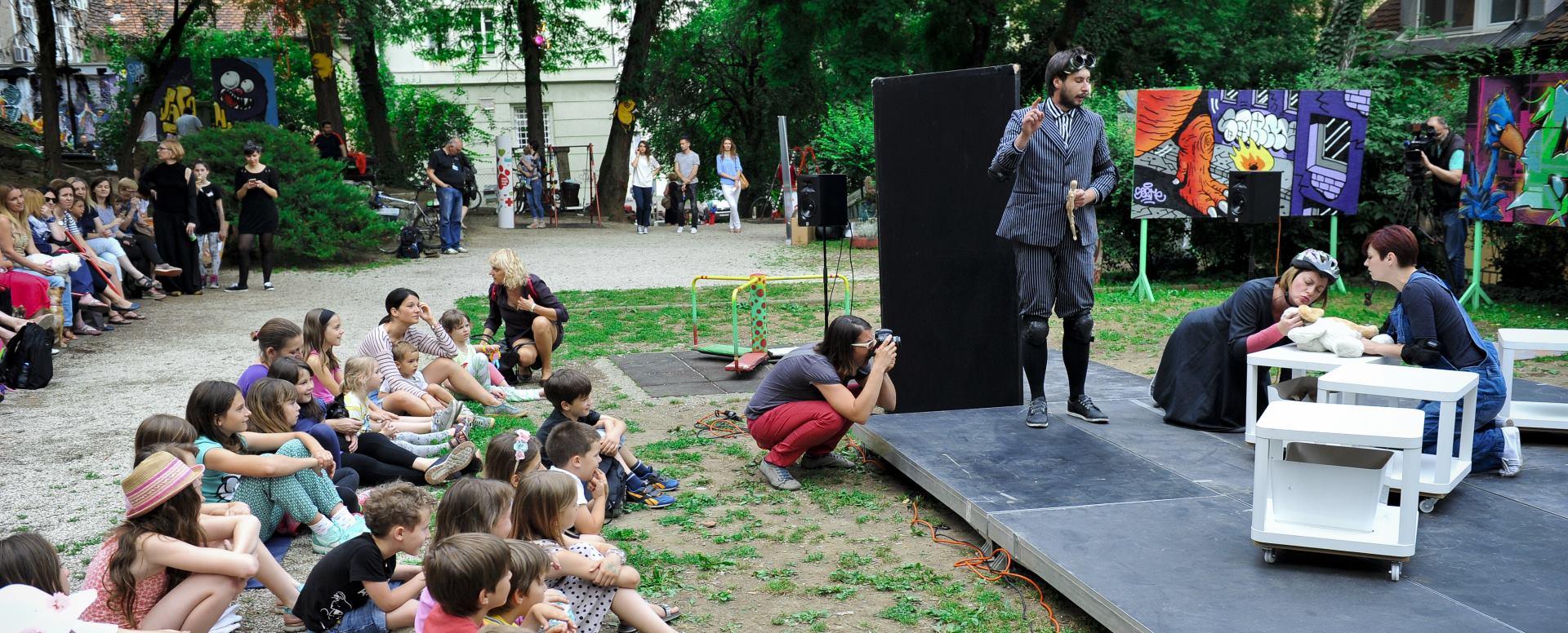 FOTO: Predstava 'pazi.mazi.voli.' oduševila roditelje, klince i njihove kućne ljubimce