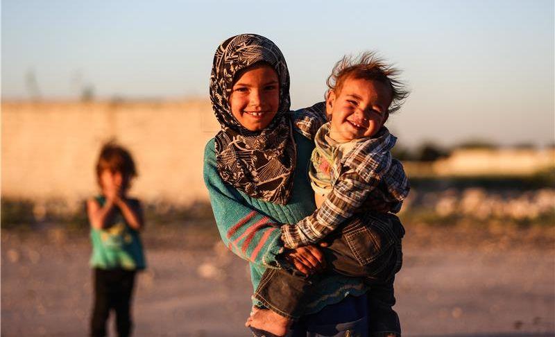 Gotovo 200.000 ljudi napustilo Raku u Siriji