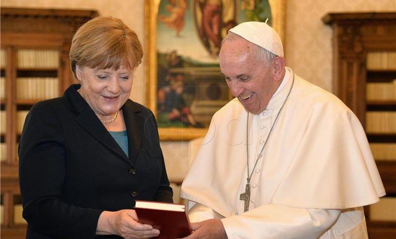 Papa Franjo rekao Merkel da nastavi promicati međunarodnu suradnju