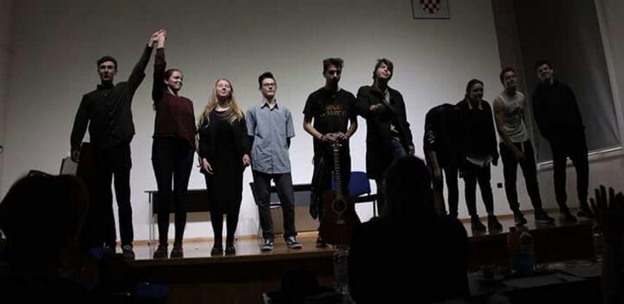 Klasičari izvode predstavu u Močvari