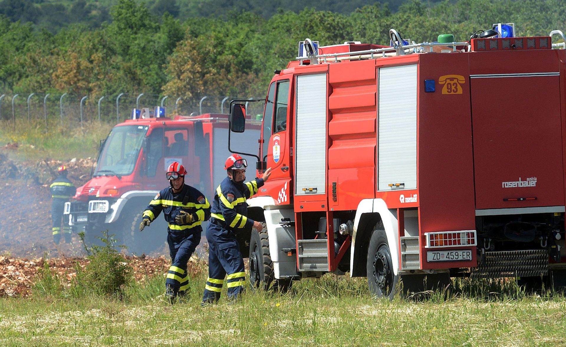 Požari na zadarskome području aktivni, ali pod kontrolom
