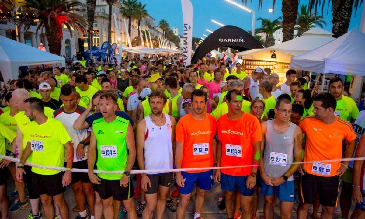 GLOW RUN SPLIT 2017 Spektakularna svjetleća utrka održana na splitskoj Rivi