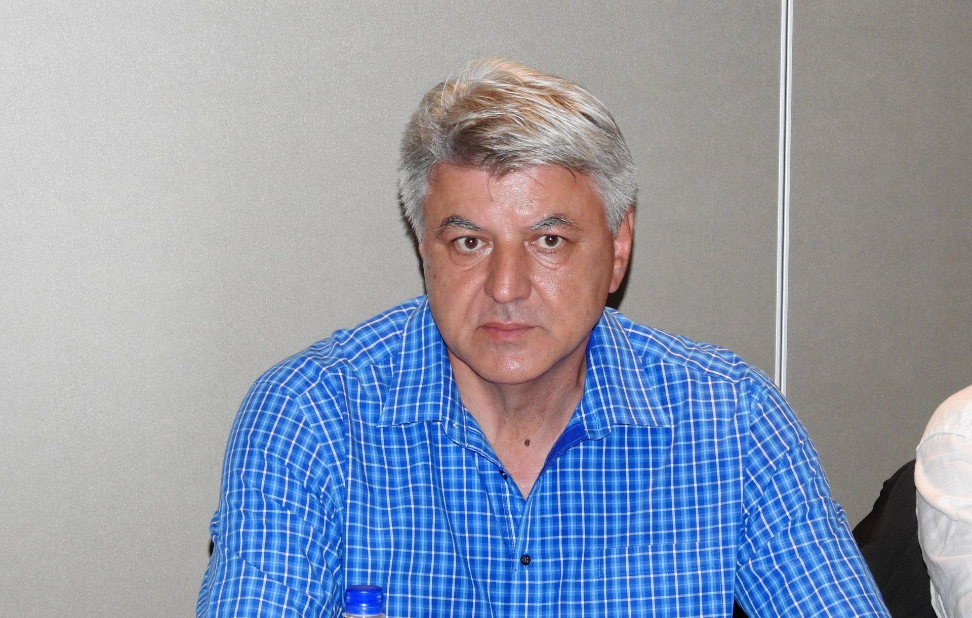 KOMADINA O KONSTITUIRANJU SKUPŠTINE 'Sporazuma još nema, zapelo na Mostu'