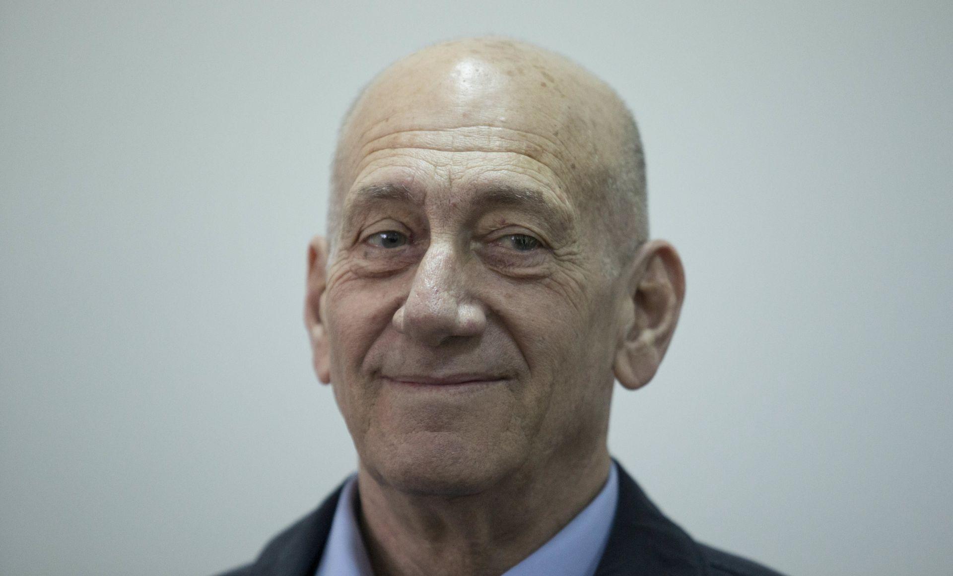 Bivši izraelski premijer Olmert pušten ranije iz zatvora