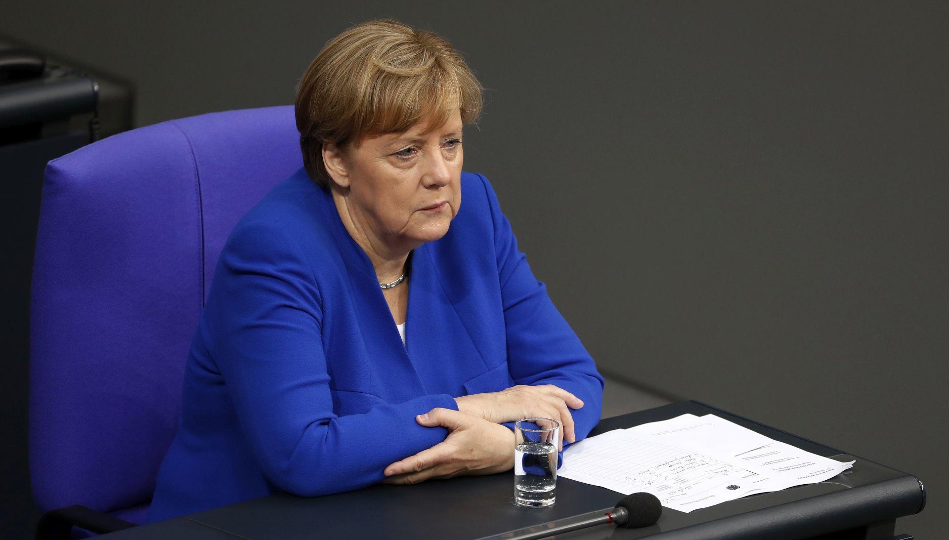 SVI PROTIV Merkel se protivi vojnom rješenju i verbalnom ratu sa Sjevernom Korejom