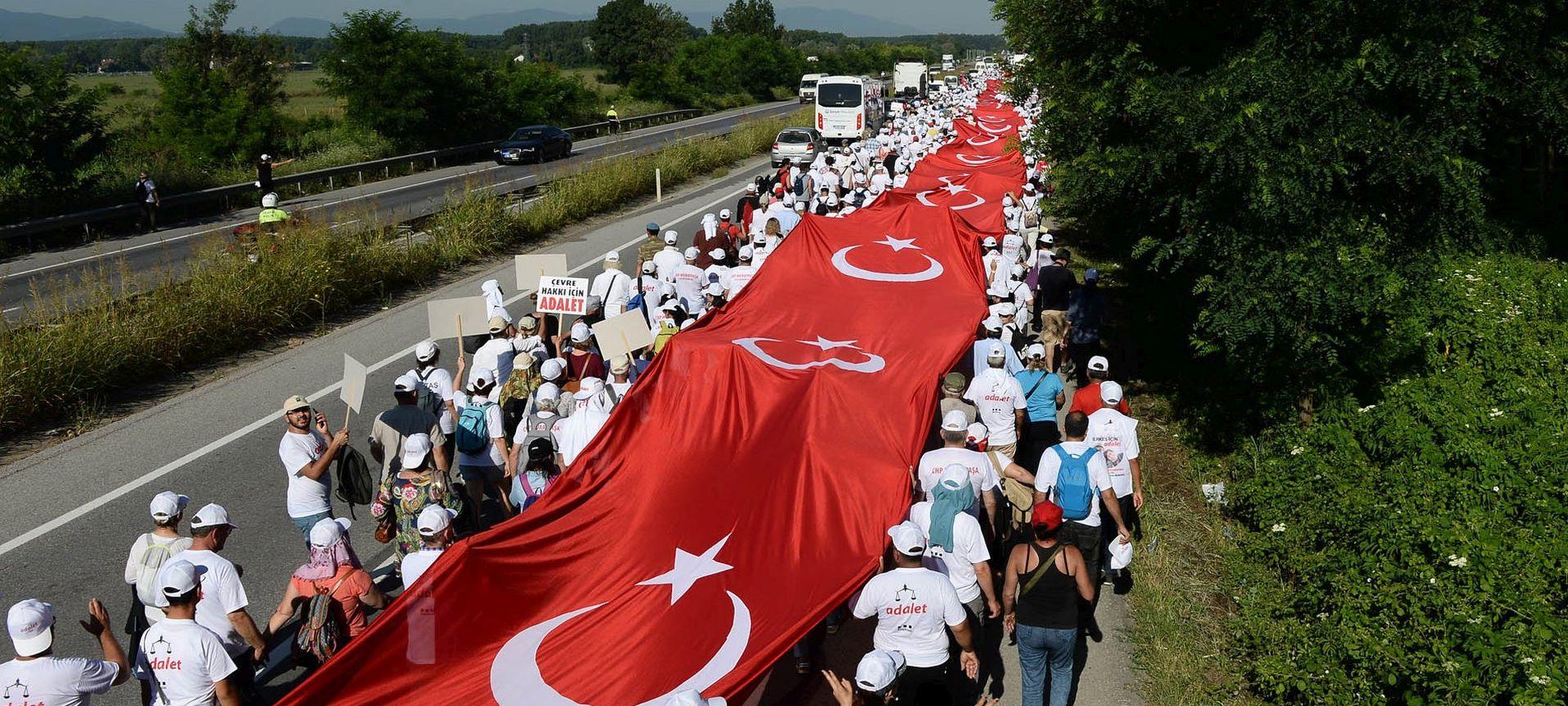 Europarlamentarci traže prekid pregovora o pridruživanju s Turskom ako provede ustavne reforme