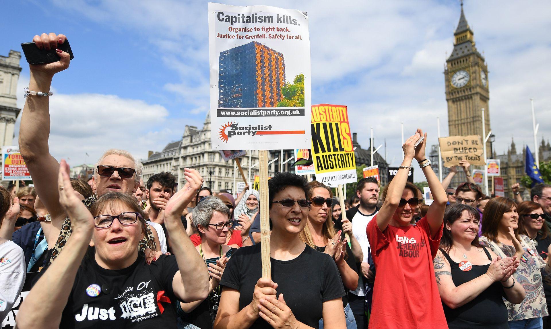 Tisuće ljudi prosvjedovale u Londonu protiv vlade Therese May