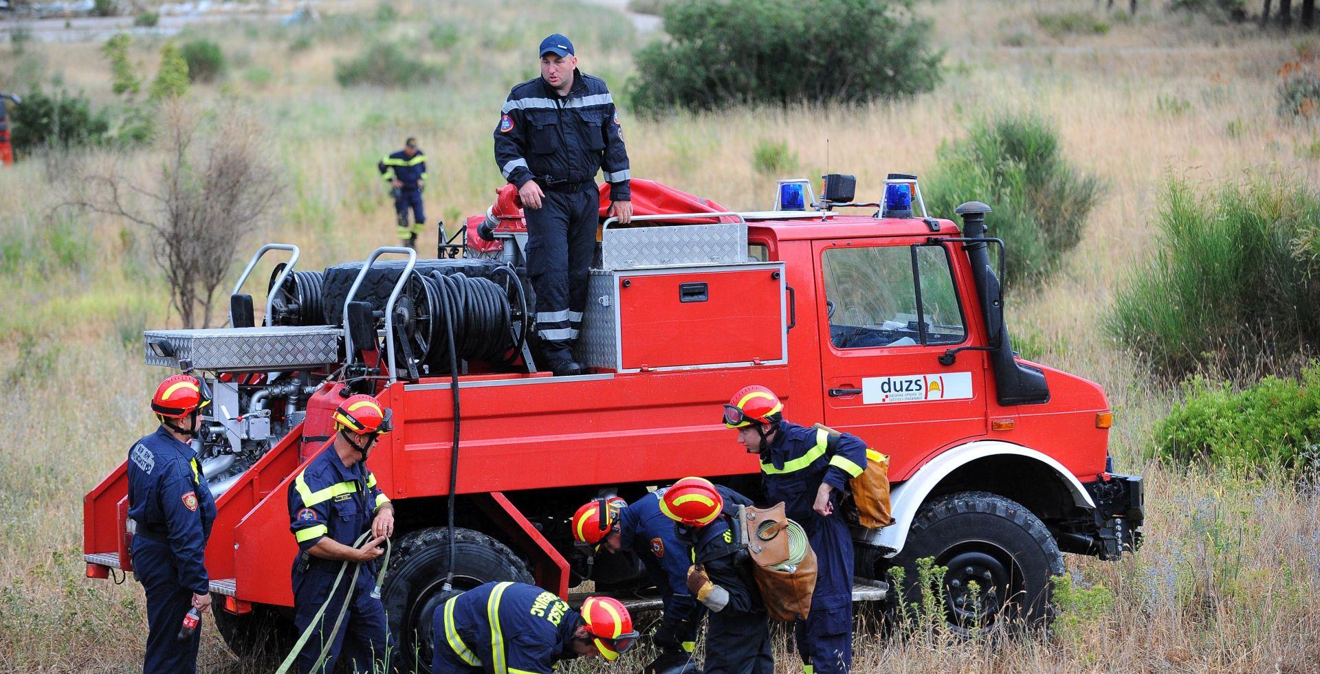 Veliki šumski požar buknuo kod Šestanovca