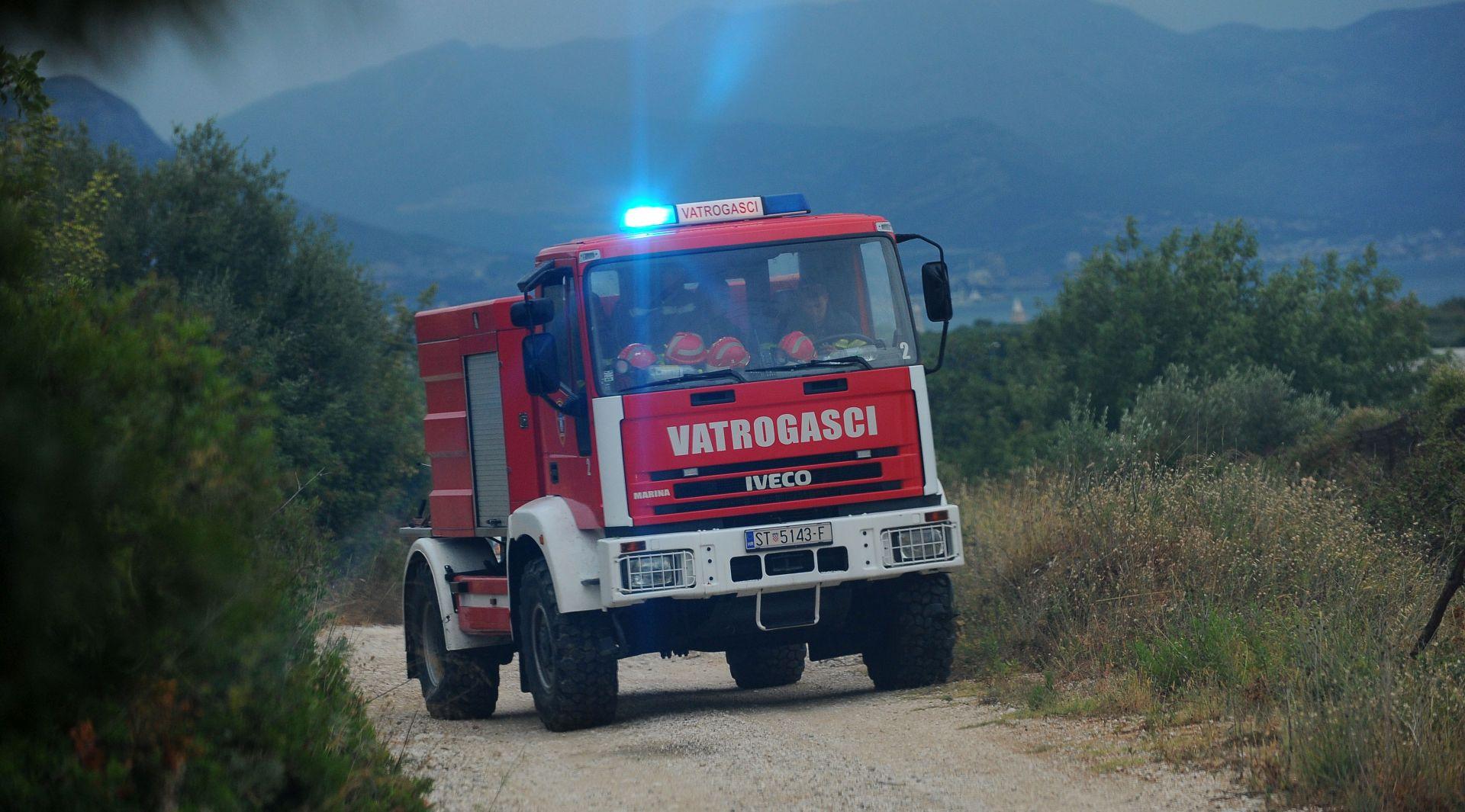Ministar Bošnjaković na požarištu u Dračevcu – zgrada suda više nije ugrožena