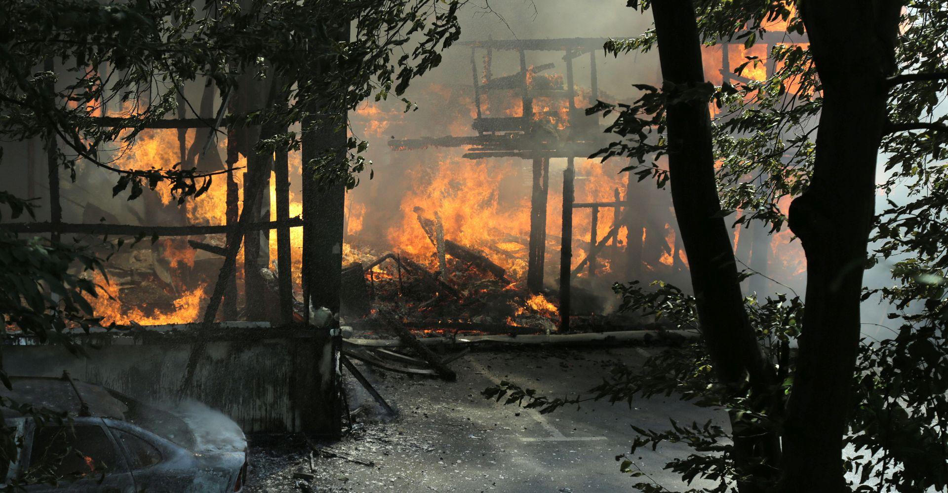 ZAGREB Požar u sportskom centru Jelenovac, ozlijeđeno 5 vatrogasaca