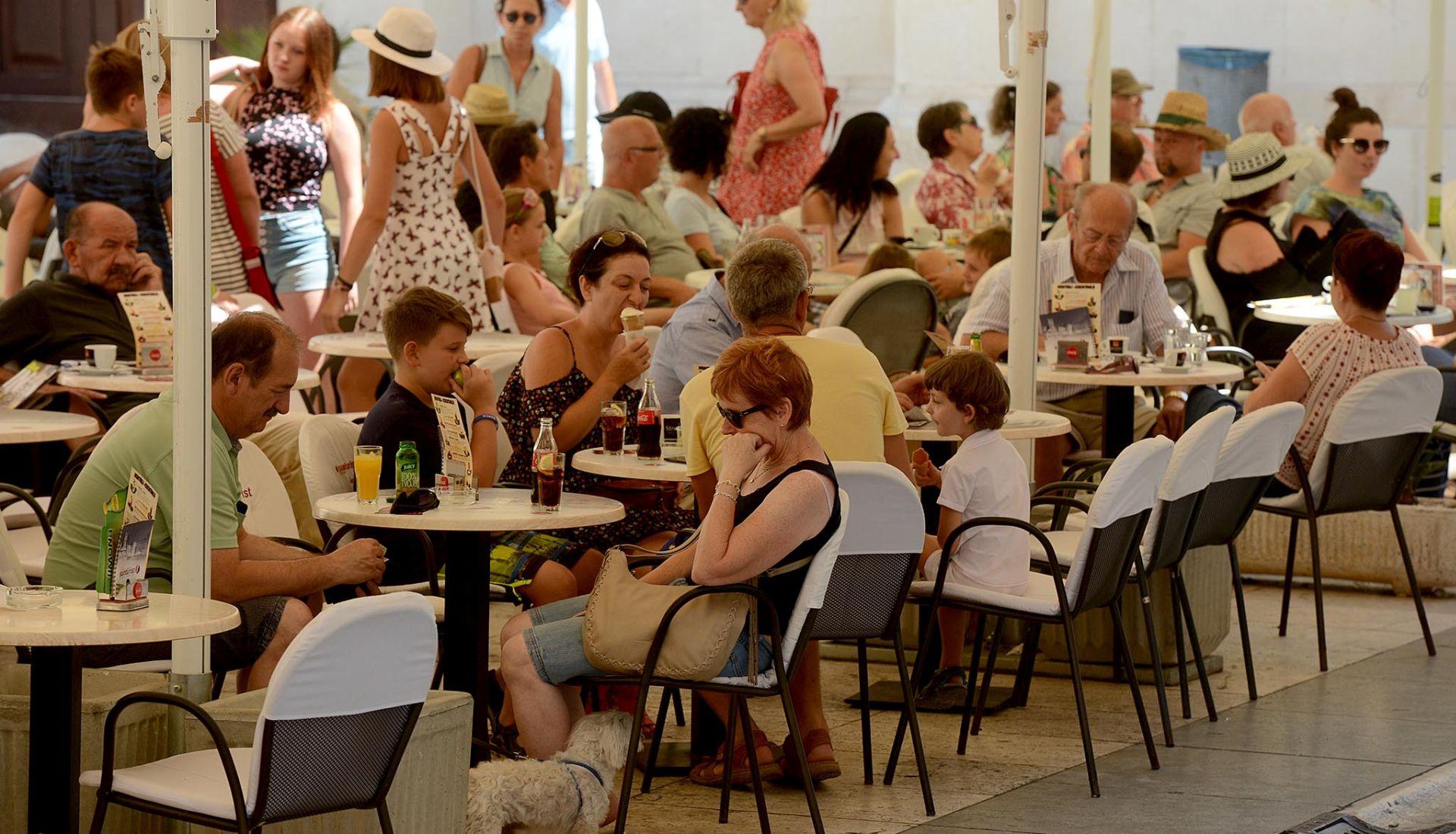 U 25 godina HTZ-a od 2 do 17 milijuna turista, od 10 do 100 milijuna noćenja