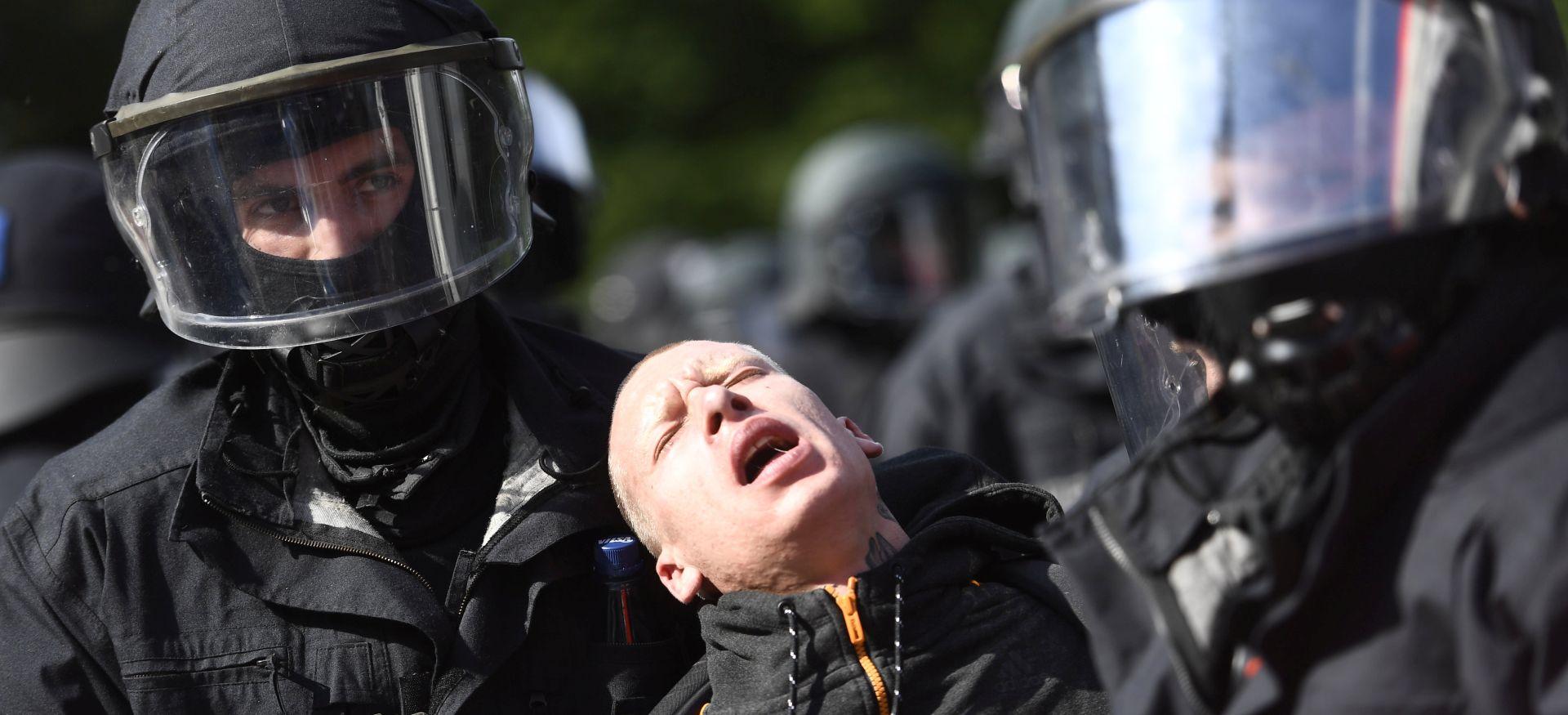 Treću noć zaredom sukob prosvjednika i policije u Hamburgu