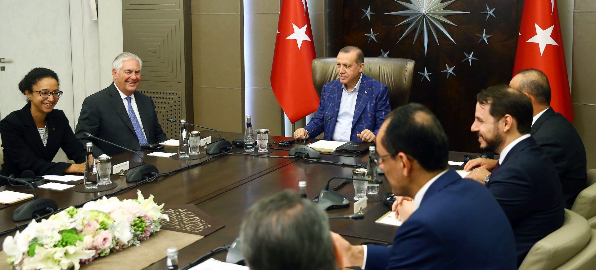 Tillerson u Istanbulu pohvalio hrabrost turskog naroda