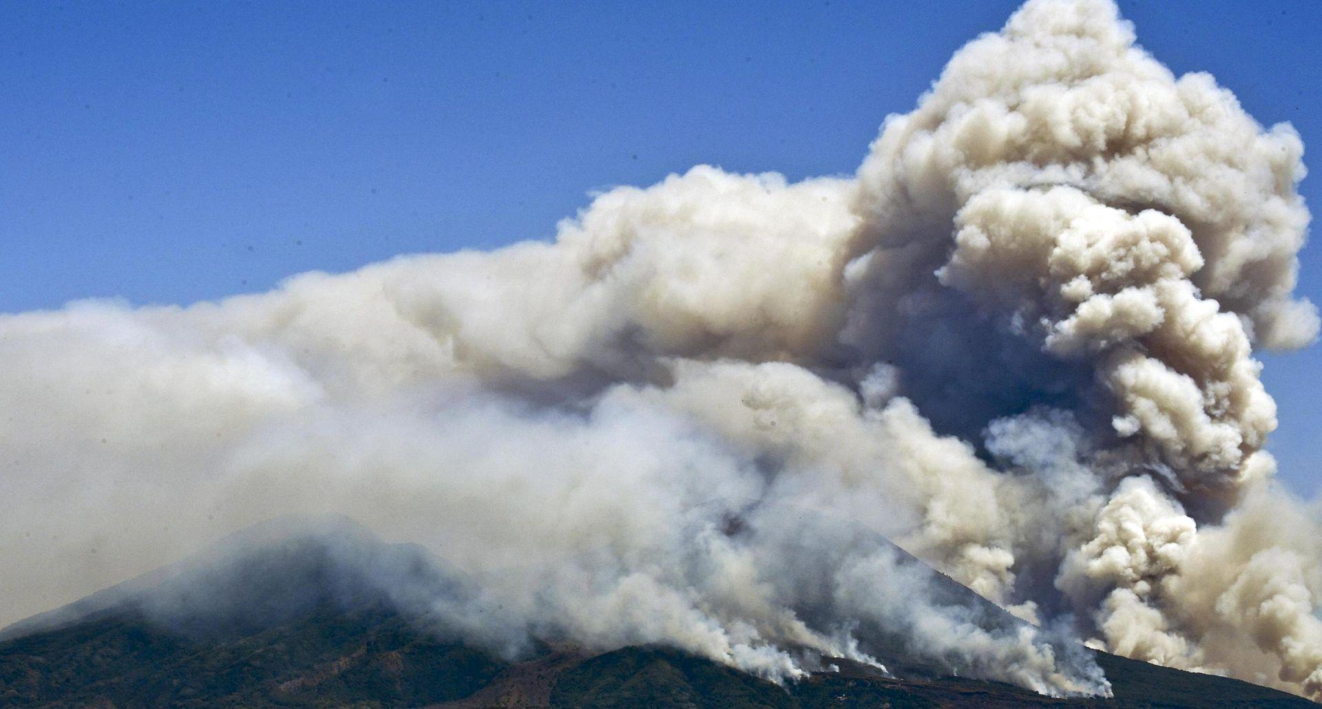 Italijom haraju požari, gore i padine Vezuva