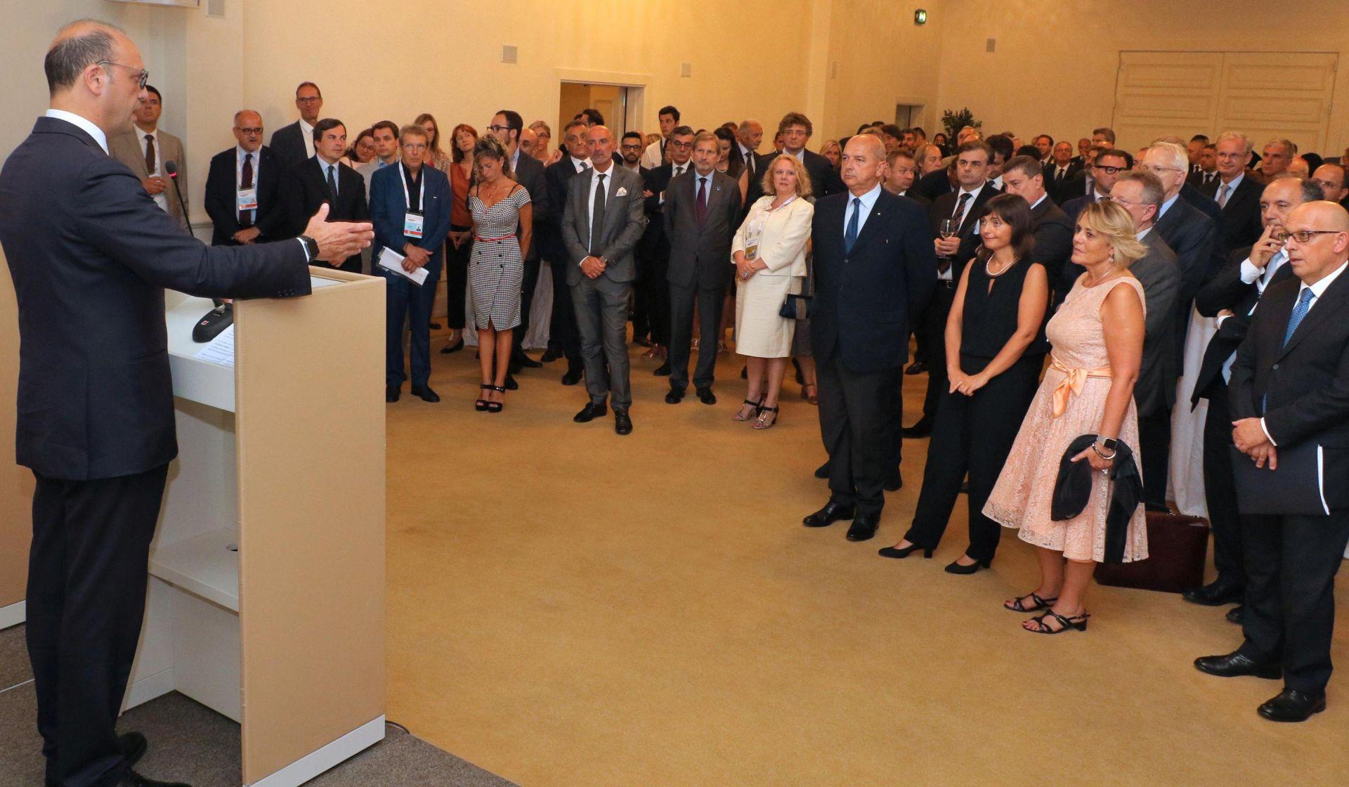 Hahn najavljuje stvaranje balkanskog tržišta na summitu u Trstu