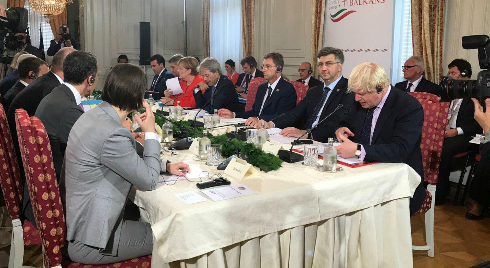 Plenković najavio da će s Merkel razgovarati o arbitražnoj presudi
