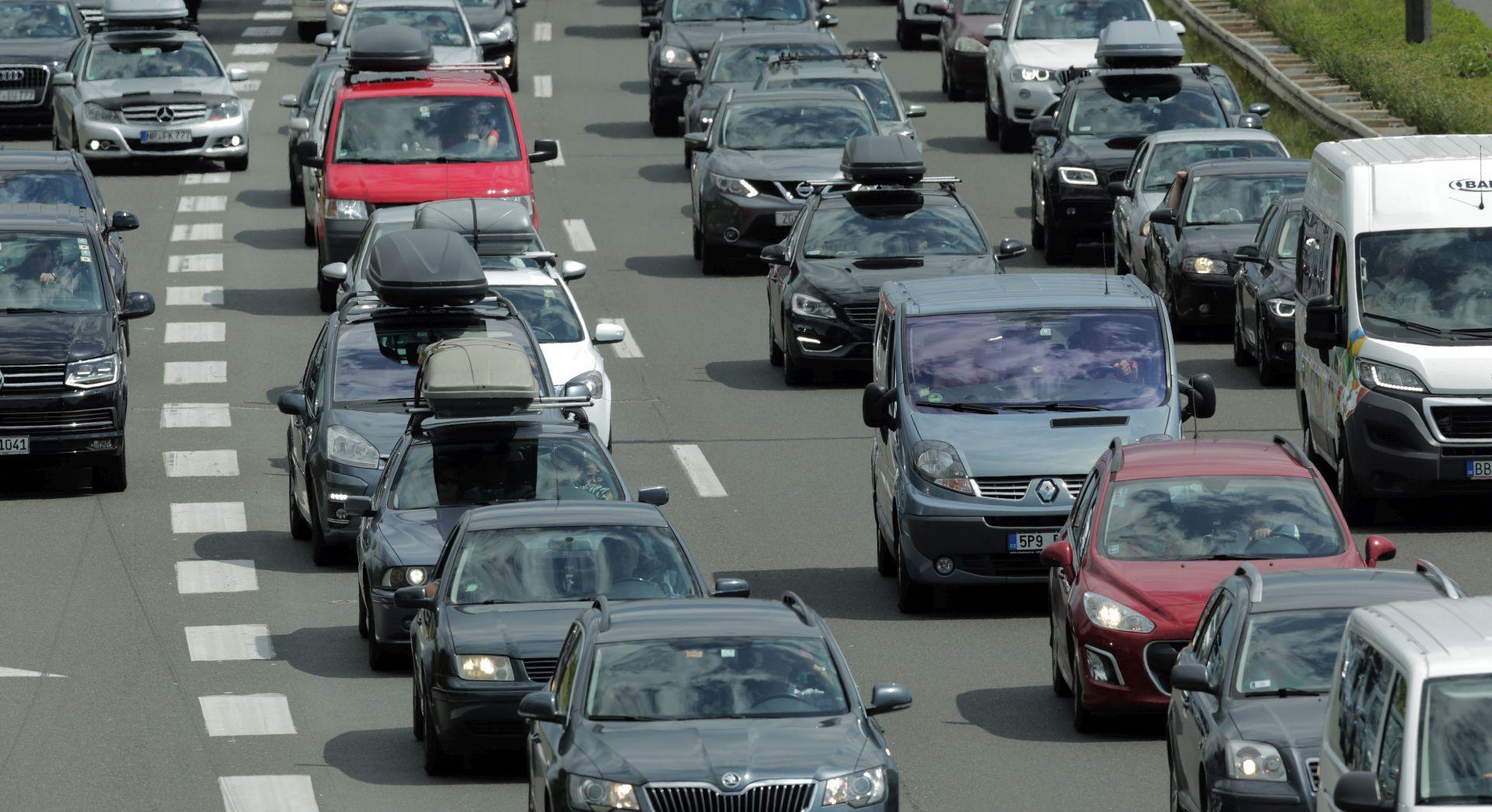 Pojačan promet na gradskim cestama, jak vjetar na A1